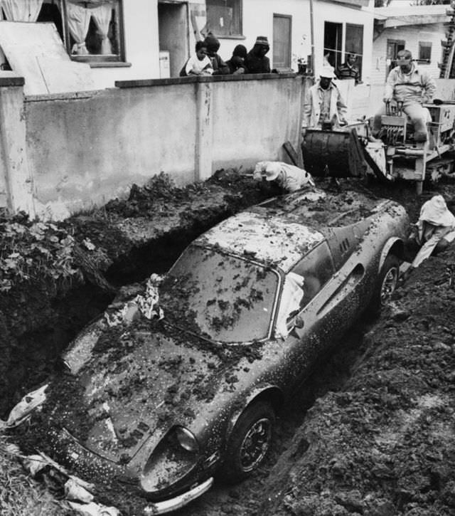ferrari-dino-buried