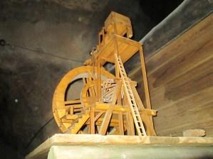Maqueta que reproduce el mecanismo anterior al completo.