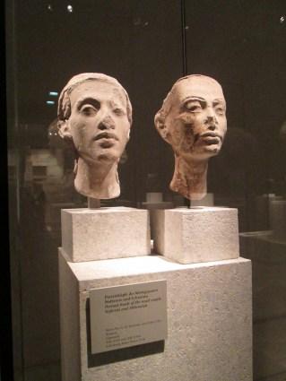 Retratos de Akenatón y Nefertiti, representados con un gran realismo