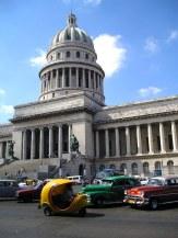 Capitolio de la Habana y coches antiguos