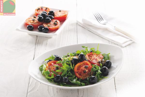 Вкусный салат из помидоров с маслинами