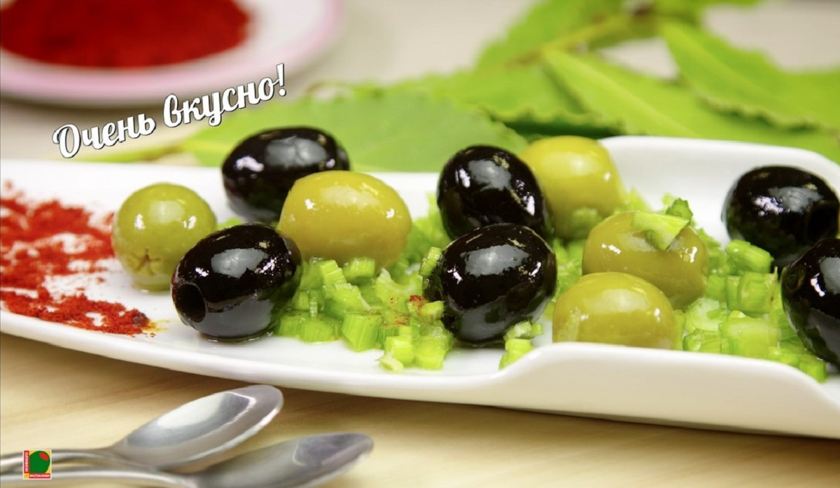 Оливки и маслины с медом и сельдереем