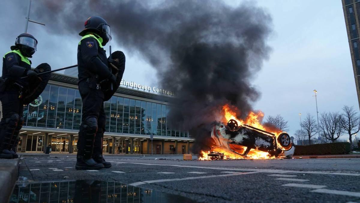 Al menos 180 detenidos en los Países Bajos en la tercera noche de disturbios