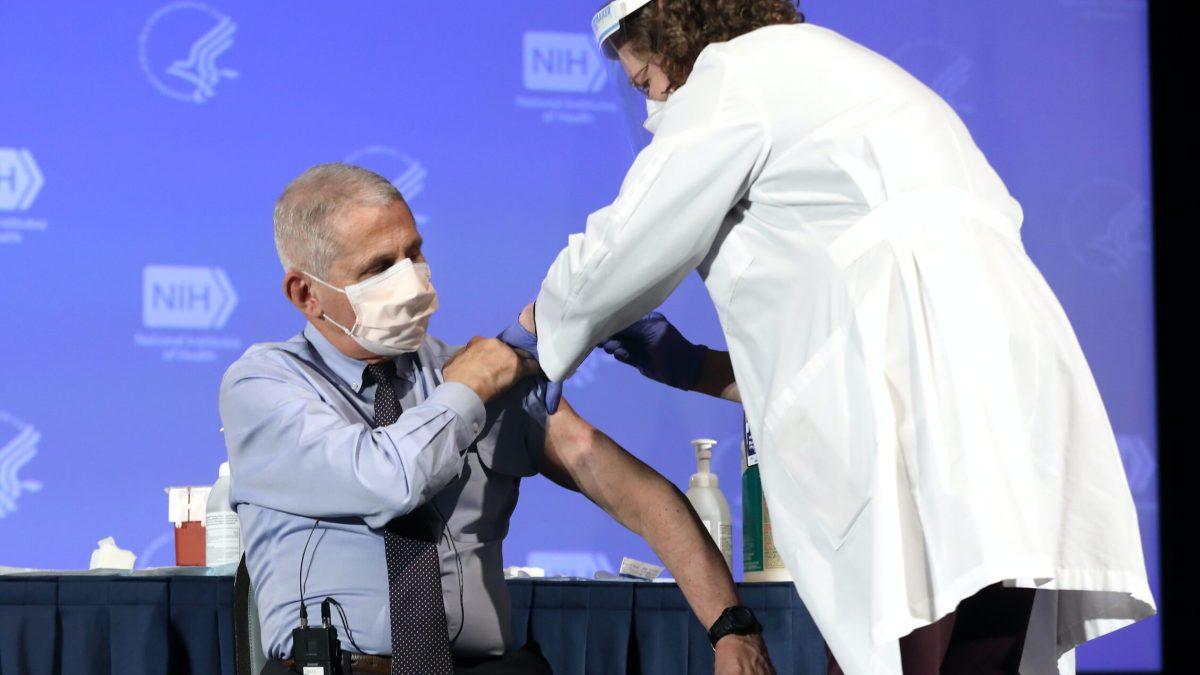 ¿Pueden los políticos saltarse la cola? Dilemas éticos de la vacuna de covid-19