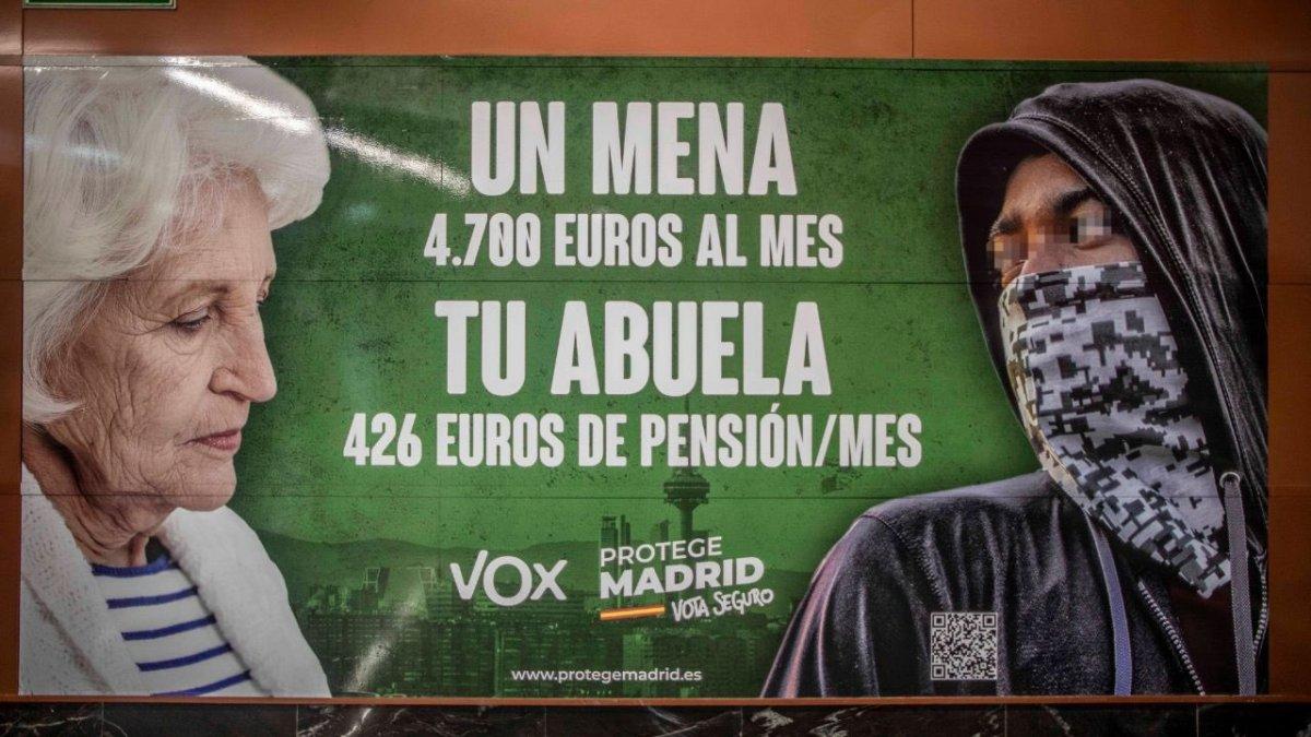 Fiscalía abre diligencias a Vox por presunto delito de odio por el cartel contra los «MENA»