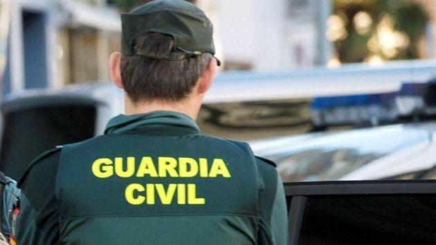 «Podridos», «repugnancia infinita», «asco»… Indignación al conocer la noticia de que dos guardias civiles violaron a una joven