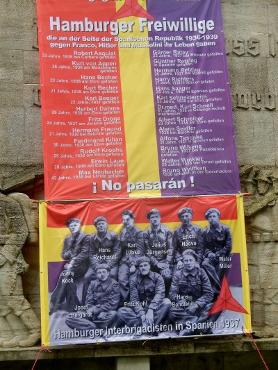 Remembrance banner: the 8th Antifascist Harbour Days