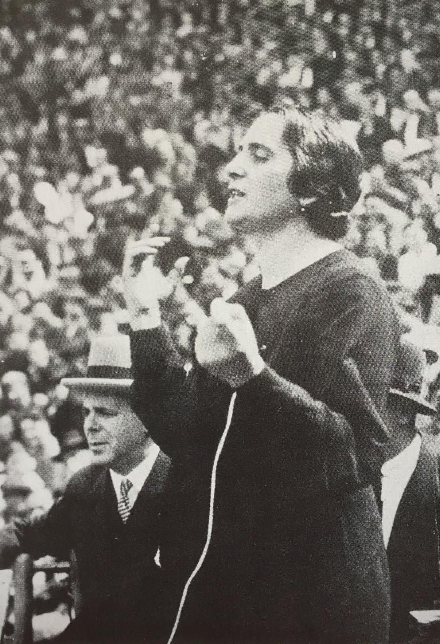 'La Pasionaria', Dolores Ibárruri holder afskedstale til de Internationale Brigader i Barcelona, 28. oktober 1938