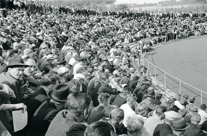 Besættelsen og befrielsen: 7. Folkestrejken i august 1941: Folkemængde ved et af stadionmøderne på Odense stadion under folkestrejken i august 1943. Kilde: Frihedsmuseets fotoarkiv