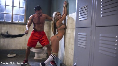 Kat Dior whipped at Sex and Submission