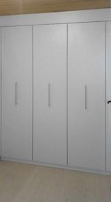 Maßanfertigung Einbauschrank mit 90cm Auszügen Rohrverkleidung im Deckenbereich