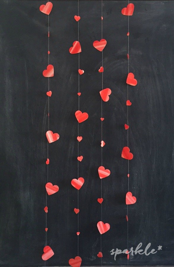 Dancing Hearts garland. The hearts are sewn on to fall different ways, so they look like they are dancing. Plus, the garland can be hung vertically or horizontally and doubles as a Valentine's card. It's so easy to make!