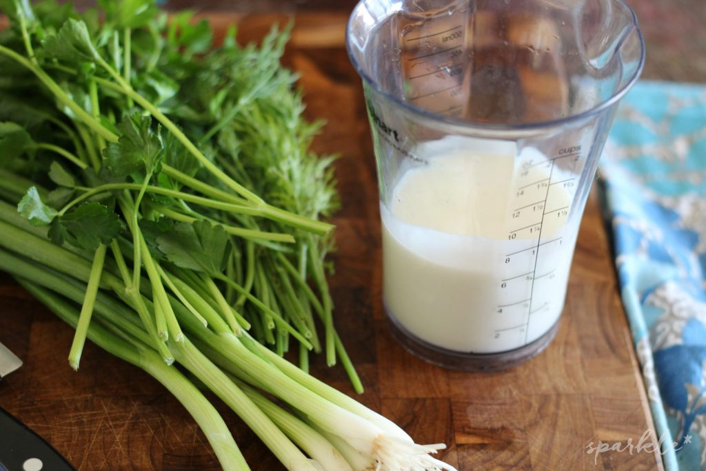 Buttermilk dill salad dressing. It's an perfect recipe for fresh vegetables and salads!