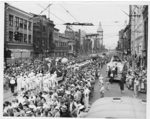 Parade-down-Federal-Street-in-Youngstown-Ohio