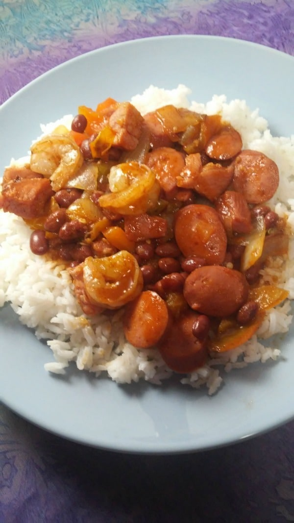 """Here's a quick and easy dinner idea, it doesn't have to be Mardi Gras season to eat some good Creole Jambalaya and you can still pull it off if you don't have """"everything"""" you need. #cajun #creole #jambalaya #dinnerideas"""