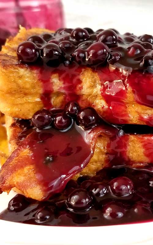 Oh my heavens! This Blueberry and Bacon French Toast recipe is my new obsession! Weekend brunch, holiday breakfast or breakfast for dinner, I'll take any and all if this is on the table!