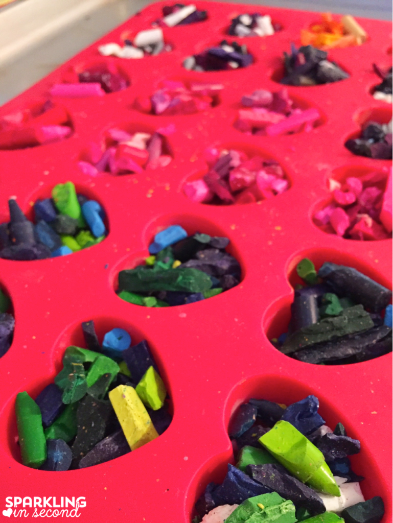Earth Day is such a wonderful day to celebrate our earth! Here is a fun little gift you can give your students, recycled crayon hearts from melted crayons!