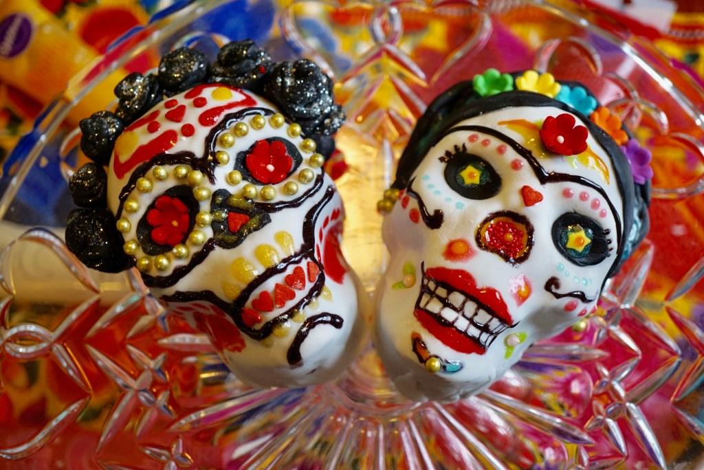 Dia de los Muertos Cake Decorating Party