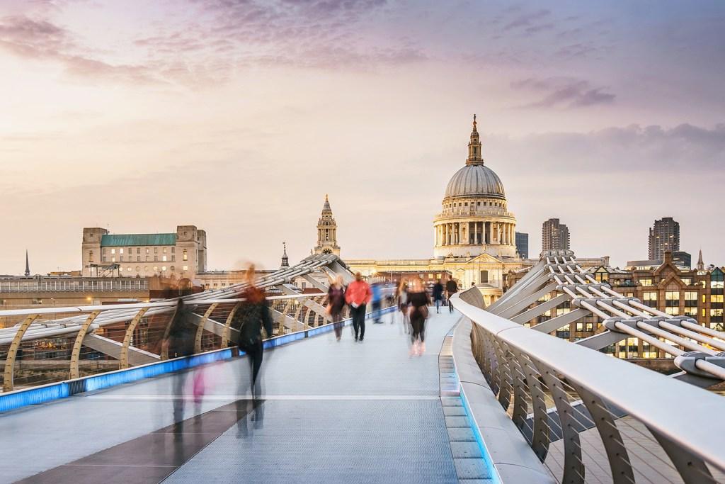 london-millennium-bridge-to-the-st-pauls-cathedr