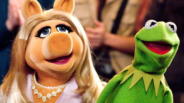 1322073936_miss-piggy-kermit-article