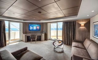 BE_Yacht_Club_Royal_Suite_11