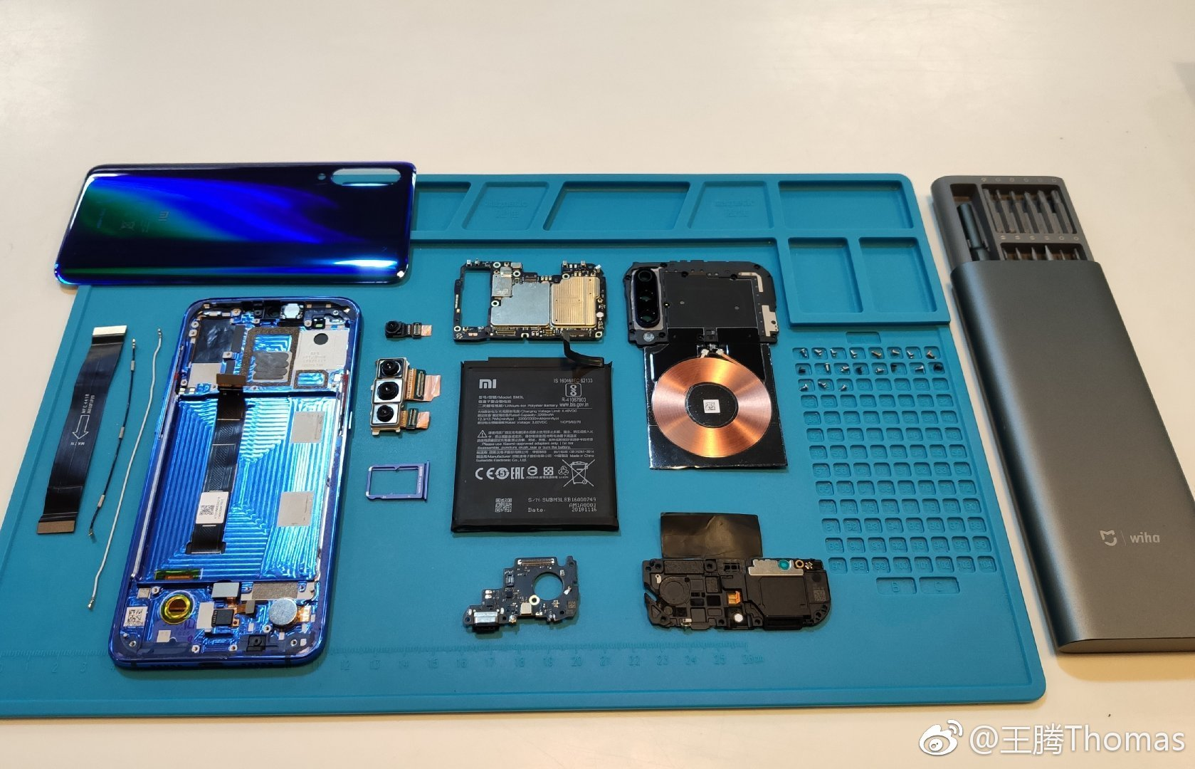 Xiaomi Mi 9 Disassembling