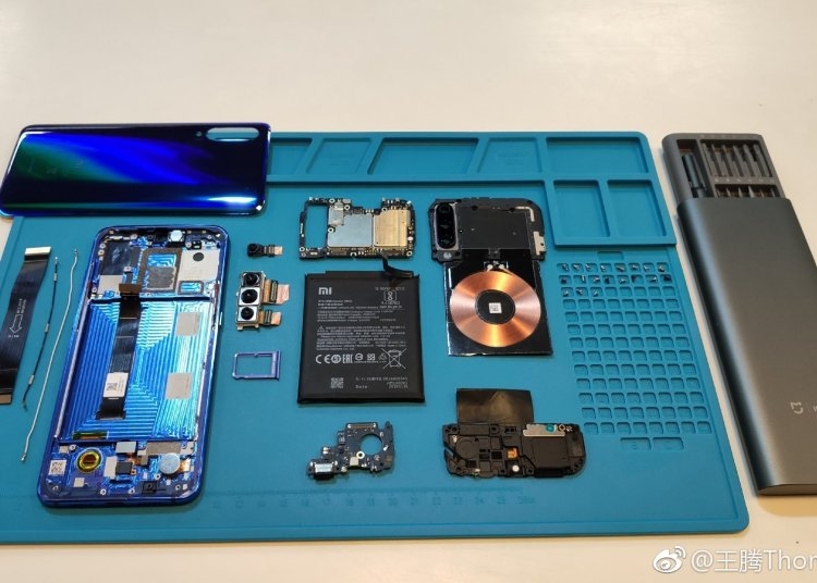 Disassembling Xiaomi Mi 9 1