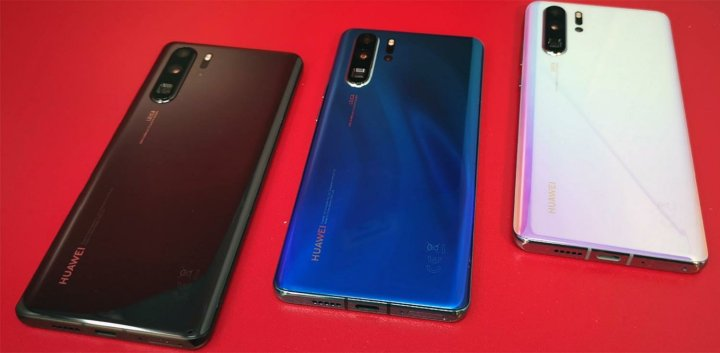 Huawei P30 Pro in Black, blue and pink/white