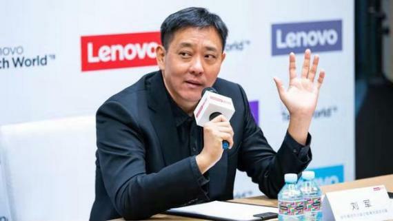 Liu Jun talking about motorola razr 5g phone