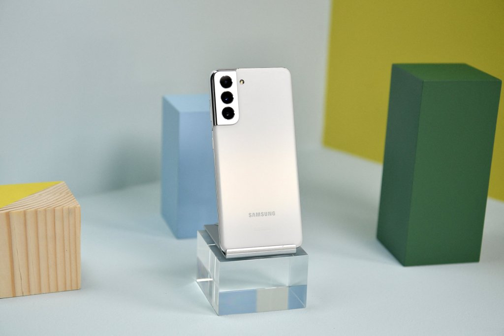 Samsung Galaxy S21 and S21 Plus Hands-on Photos
