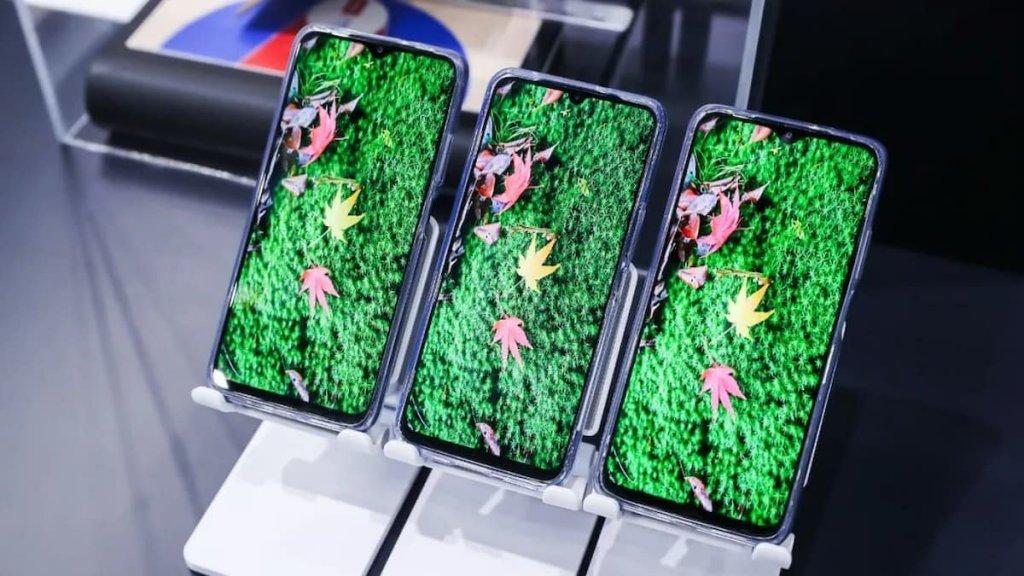 "TCL Huaxing 6.53"" 110% NTSC cell phone screen"