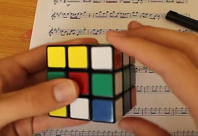 """Cantina Theme"" mit dem Rubik's Cube spielen"