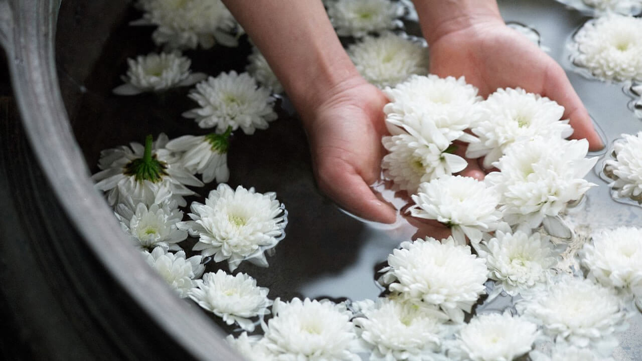 Hyatt-Spa-Foot-Bath-Flowers-Thumbnail