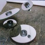 Dalibor Chatrný, Senza titolo, 1 995, specchi, magneti, filo di nylon, dischi, misure varie, collezione privata