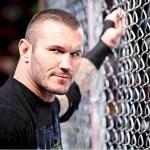 INSTAGRAM: Randy Orton esegue la RKO sul suo figliastro