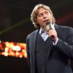 WWE: William Regal mostra il suo infortunio al collo