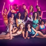 Il cast di GLOW arriva all'80's Wrestling Con