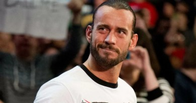 WWE: CM Punk ritorna in WWE Backstage