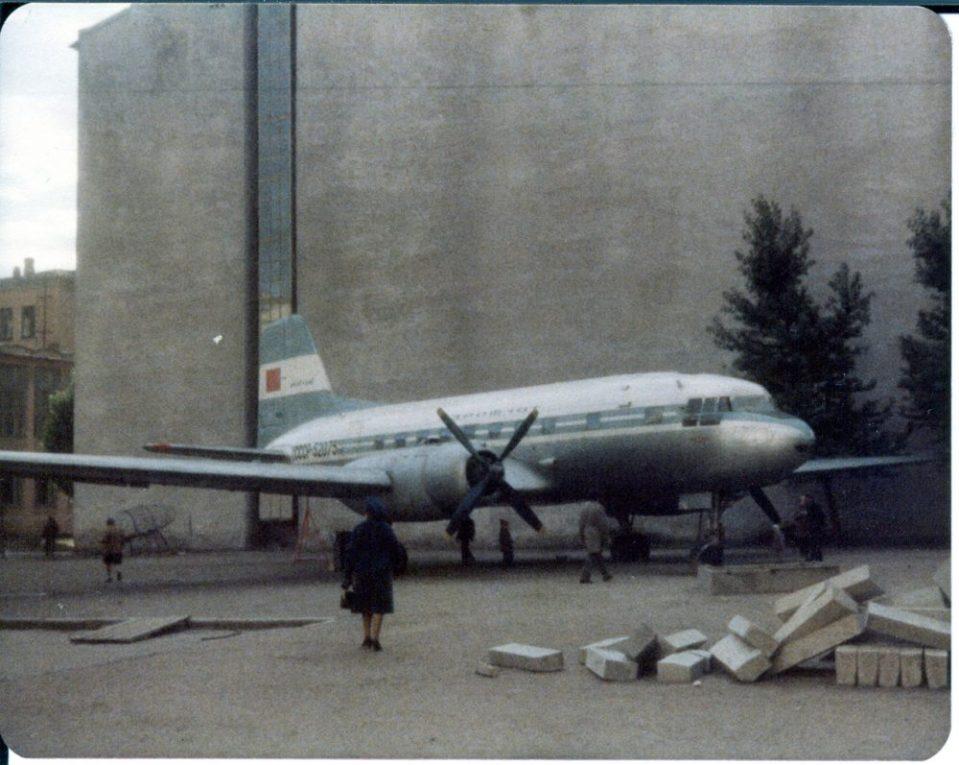 Самолет на пустыре