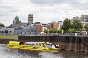 Schiff Wassertaxi Personenschiff von Neuss nach Düsseldorf