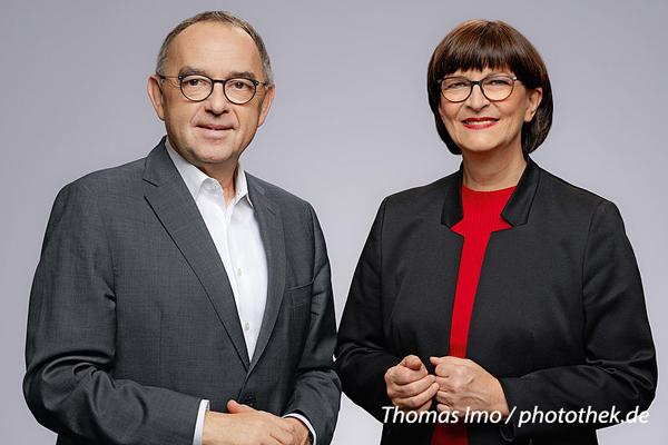Am 2. September 2020 findet ab 10.30 Uhr auf dem Neusser Marktplatz ein Open-Air-Talk mit den beiden SPD-Bundesvorsitzenden statt