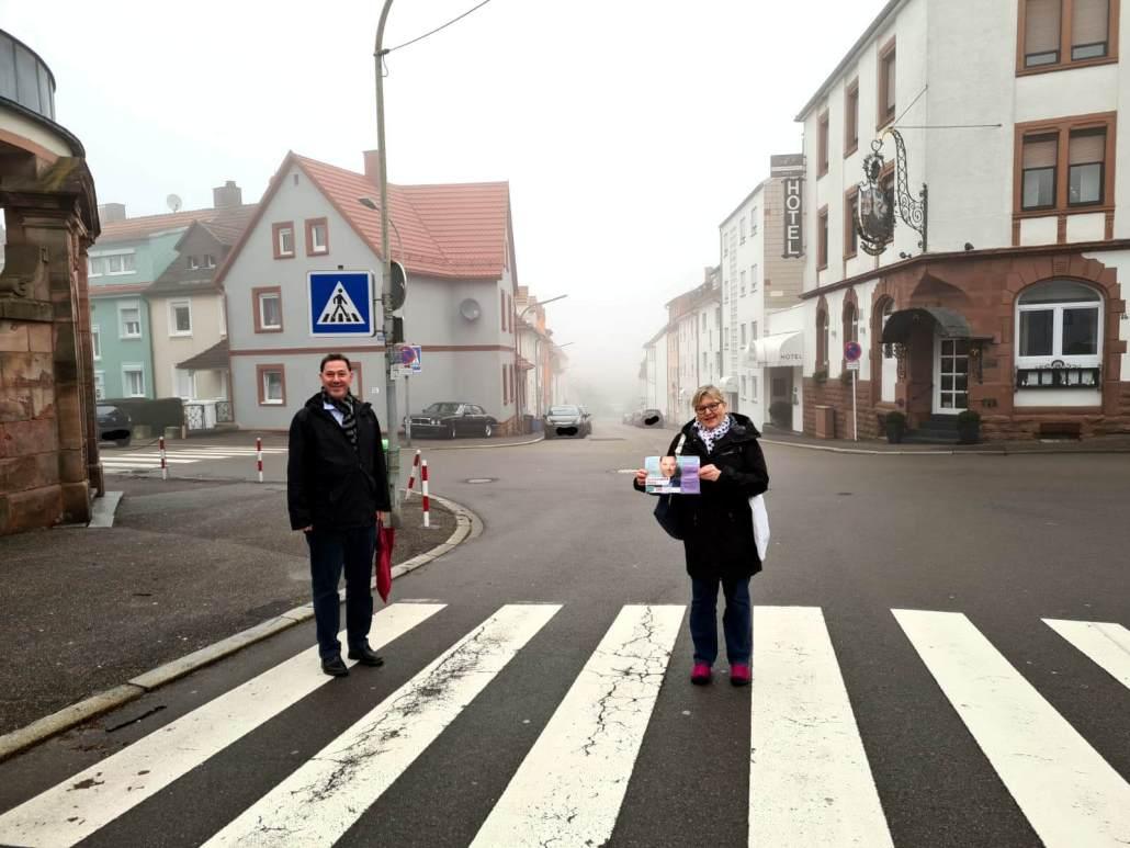 Alexander Fuhr vor Ort (mit Gabi Mangold)