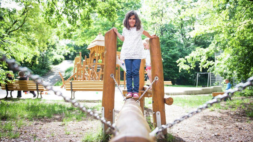 Arbeitsplätze schaffen und Kinderspielplätze sichern