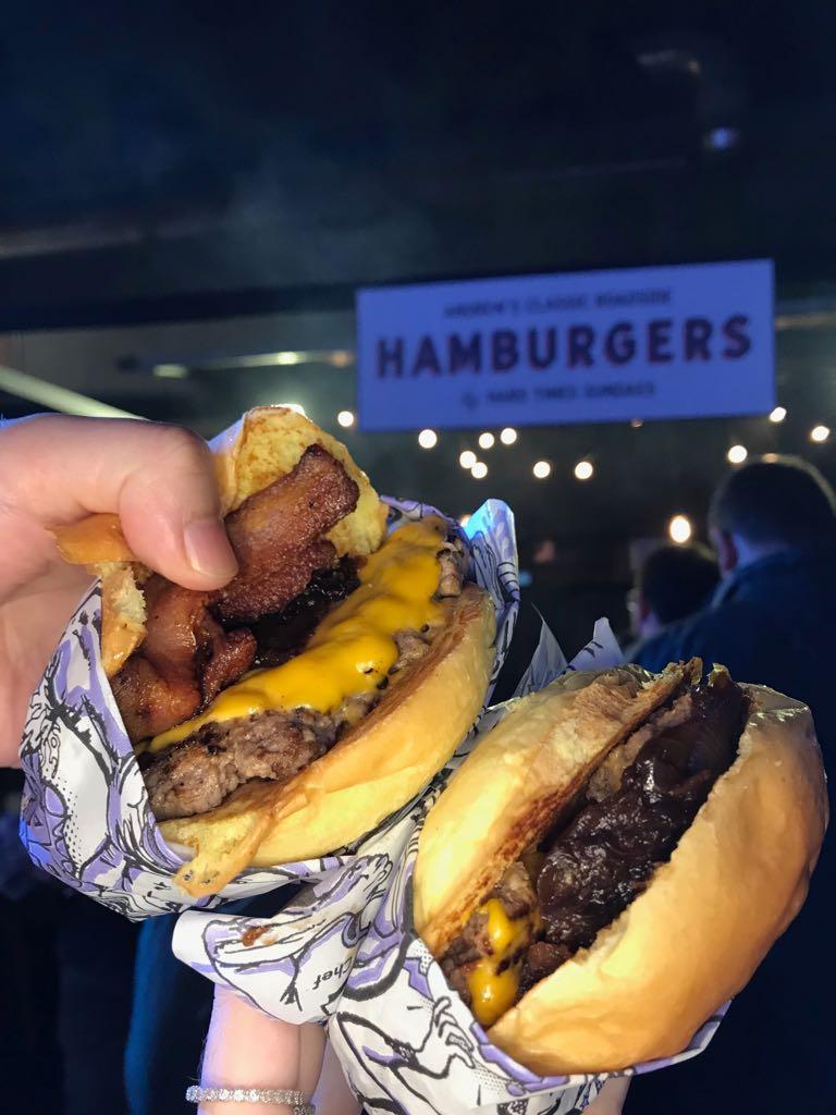 """Stunt Burger recebeu outro convidado internacional: Andrew Zurica do """"Hard Times Sundaes"""""""