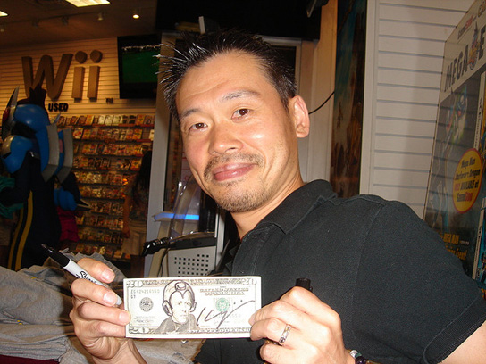 Inafune con billete