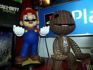 Sackboy y Mario celebrando la noticia.