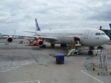 Denna Airbus 340-300 med plats för 261 passagerare och en max startvikt på 275 ton tog oss till Tokyo.
