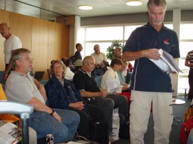 På Kastrup strålade vi samman och Rolf som organiserade denna fantastiska resa delade ut info.