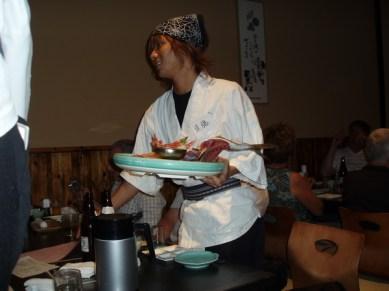Här serveras det fisk. Något som vi skulle äta mycket av under tiden i Japan.