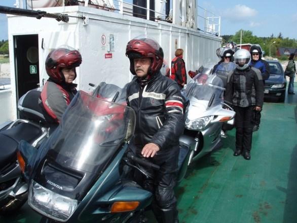 Mitt ute på fjorden snurrade skepparen runt. För att roa sig själv eller passagerarna?